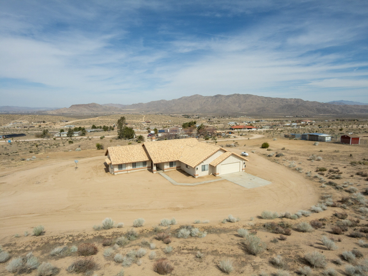 25930 Roundup Way, Apple Valley, CA, 92308 United States
