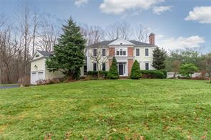 3 Crystal Ter, Woodbridge, CT, 06525