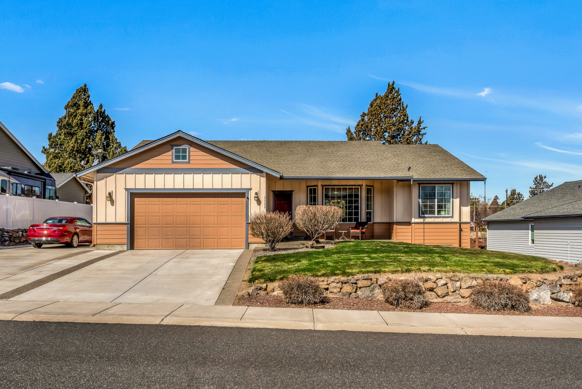 3733 SW Tommy Armour Lane, Redmond, OR, 97756 United States