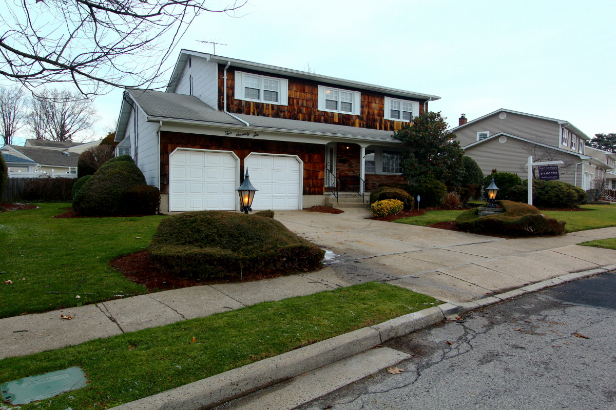 276 Garden Pl, West Hempstead, NY, 11552 United States