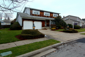 Listing Agent: 276 Garden Pl, West Hempstead, NY, 11552 United States